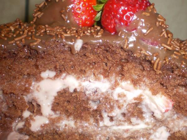 Bolo maravilha de chocolate com morango