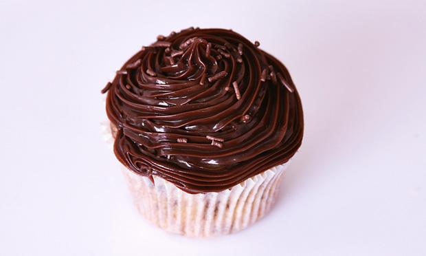 Cupcake formigueiro com brigadeiro