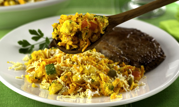 Farofa especial de legumes e ovos