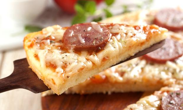 Pizza prática de calabresa e queijo