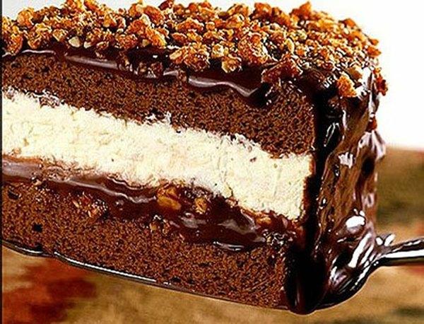 Gelado crocante com recheio de chocolate e sorvete de creme