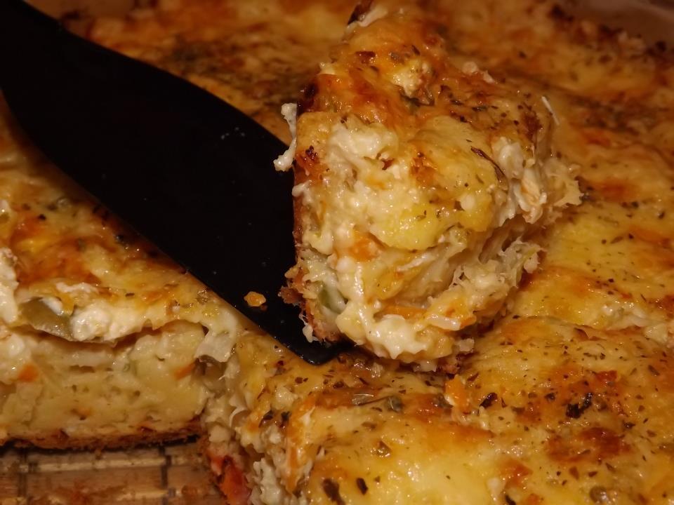 Torta estupenda de legumes, frango e queijo