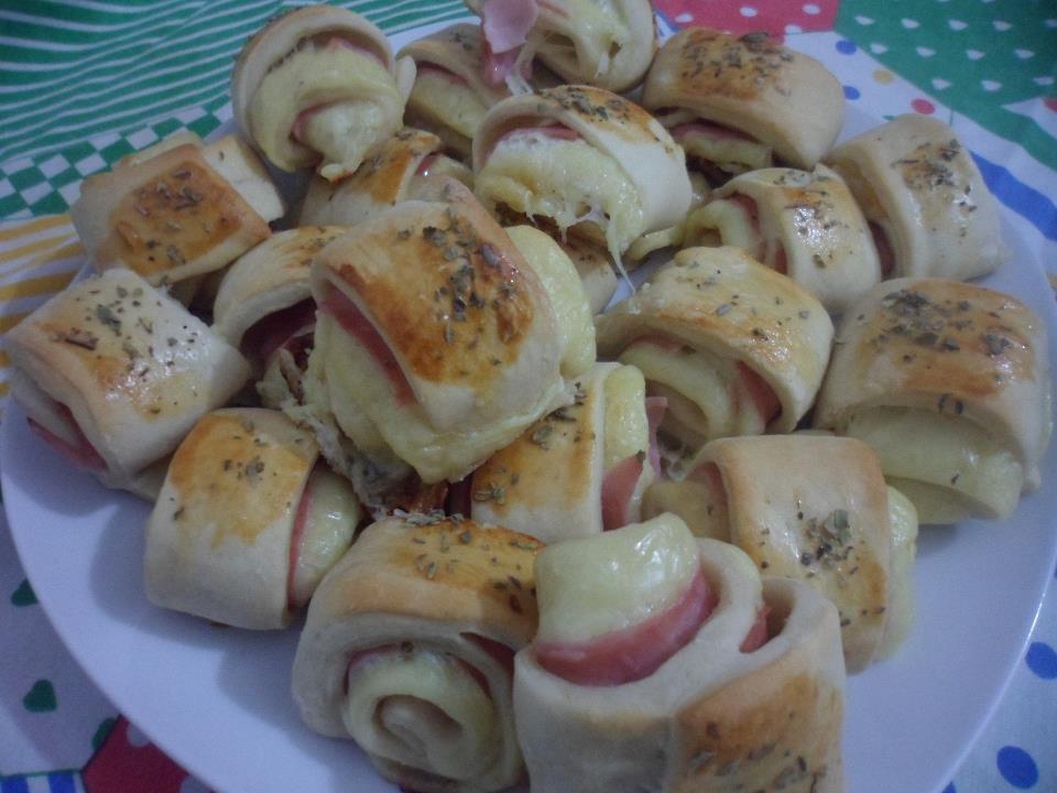 Pãezinhos de presunto e queijo