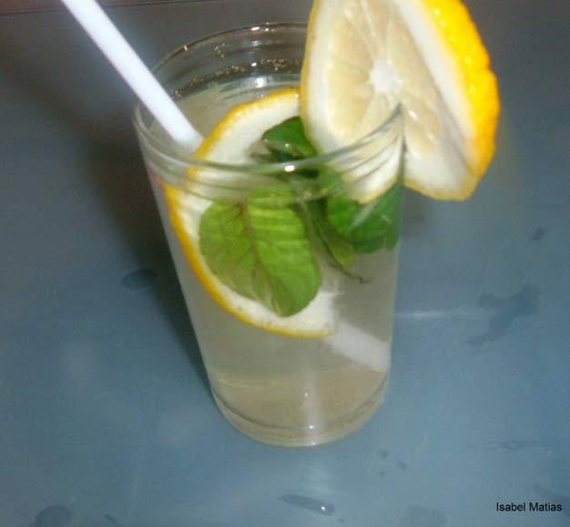 Bebida-Refrescante-para-Alisar-barriga-em-4-dias