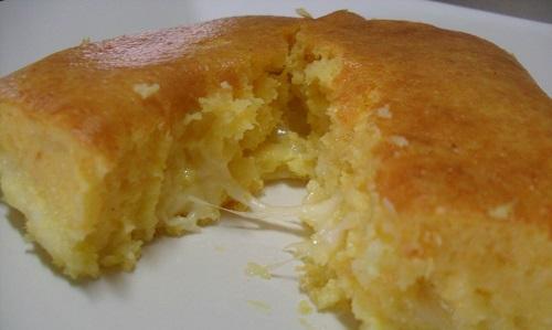 bolo-de-milho-salgado-com-queijo