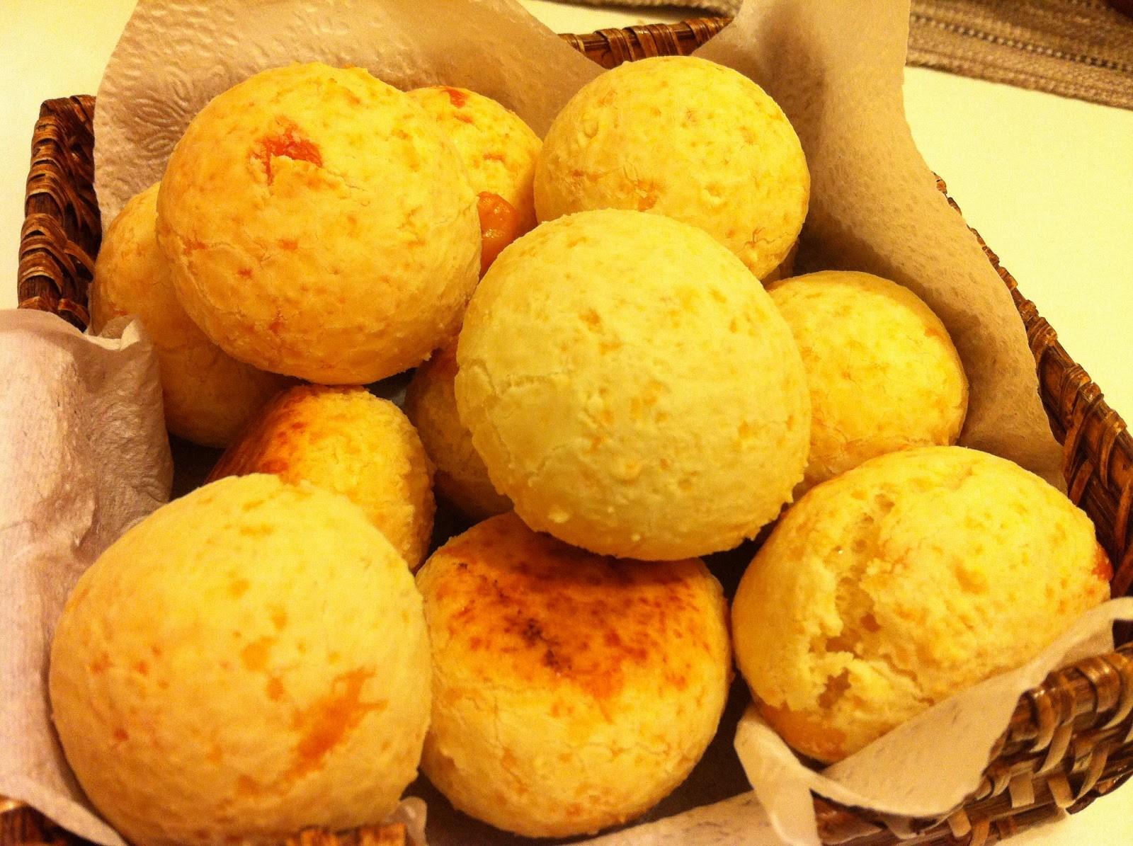 Pão de queijo 3 ingredientes Que tal um pãozinho de queijo agora? Você só precisa de 3 ingredientes para fazer essa delícia!  Veja a receita- http-::www.aguanaboca.org:receita:pao-de-queijo-3-ingredientes: