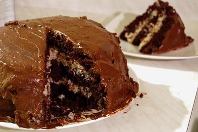 Bolo-de-chocolate-com-recheio-de-coco