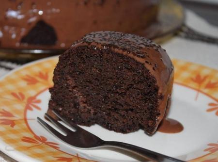 bolo-de-chocolate-com-cenoura-f8-114877