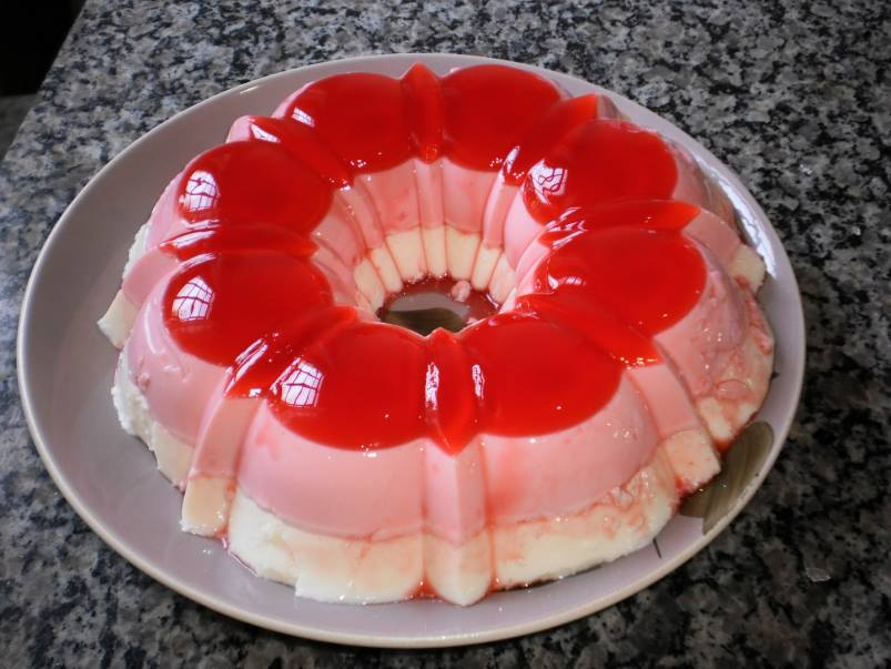 Pudim de gelatina de morango