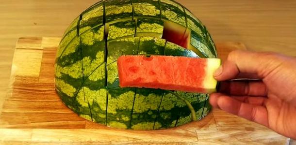 Como cortar melancia de um jeito fantástico
