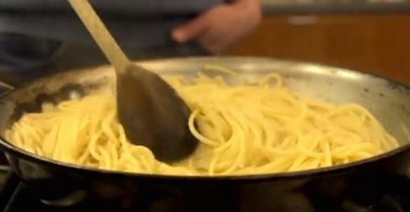 Como cozinhar massa rapidamente. Como eu não sabia disso!?