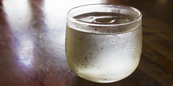 Beber-golinhos-de-água-gelada-ao-longo-do-dia-faz-você-queimar-100-calorias-a-mais