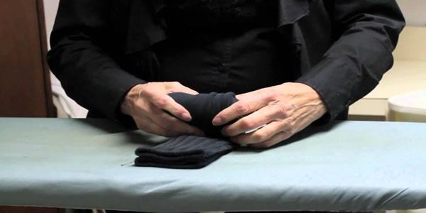 Forma-genial-para-organizar-as-meias-sem-danificar-o-elástico