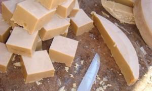 Sabão-feito-com-óleo-de-cozinha-500x300-300x180