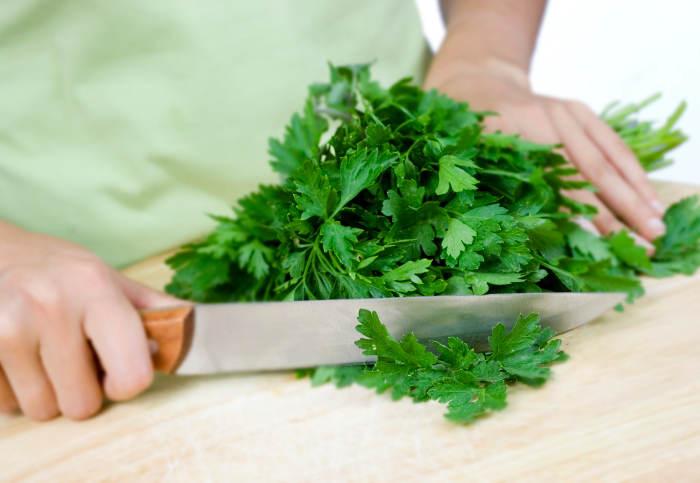 Salsa-uma-erva-indispensável2