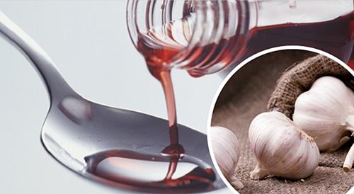 Vino-tinto-y-ajo-para-la-sangre-500x274-500x274