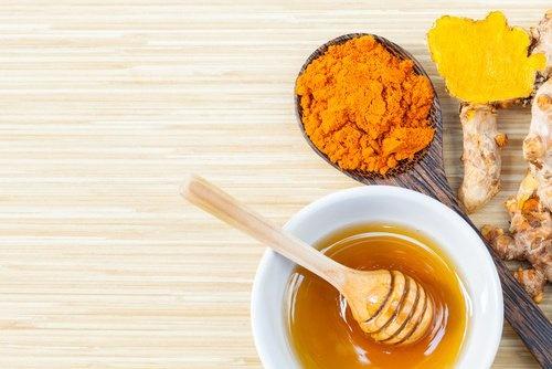 Açafrao-com-mel-de-abelhas-um-remedio-que-não-tem-preço-500x334-500x334
