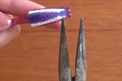Ela-retirou-todos-os-fios-de-uma-escova-de-dentes-e-pôs-para-ferver-em-água-Que-ideia-criativa-430×285