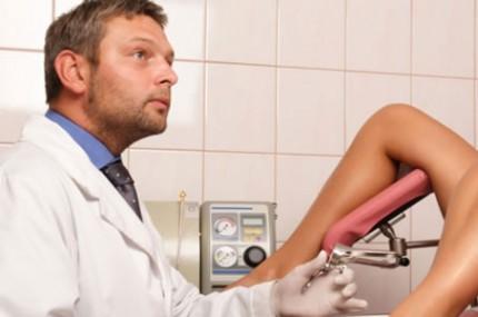 Um-ginecologista-faz-uma-descoberta-perturbadora-examinando-uma-paciente-430×285
