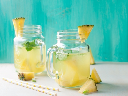 agua-de-abacaxi-estomago-vazio-500×375
