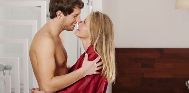 casal-apaixonado-banheiro-principal-610×300