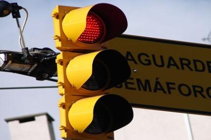 Por-que-as-cores-do-semáforo-são-vermelho-verde-e-amarelo-430×285