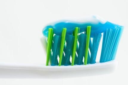 Você-sabe-quais-são-os-ingredientes-da-pasta-de-dente-430×285