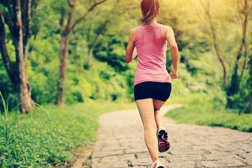 mulher-fazendo-exercicios-500x334