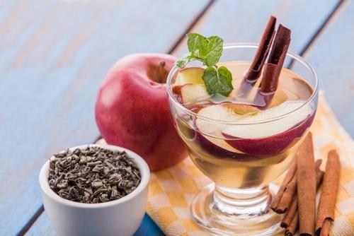 Como-preparar-agua-detox-de-maçã-e-canela-500×334-500×334