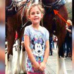 O pai tirou uma foto da filha, mas quando tirou o zoom não acreditou no que estava logo atrás dela