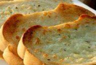 Torrada de pão de alho com mussarela