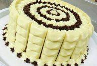 Bolo Molhadinho de Coco e Chocolate Branco