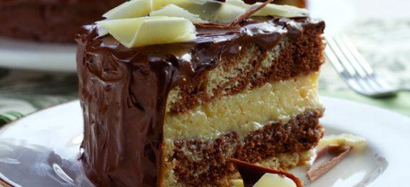 Bolo gelado de chocolate com mousse de maracujá