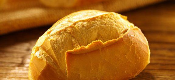 Transforme o pão murcho em crocante de novo usando apenas uma panela
