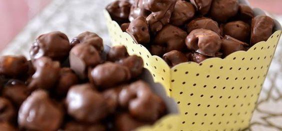pipoca coberta de chocolate
