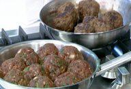 Bolas de carne com temperos diversos