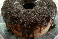 Bolo Formigueiro com Calda de Chocolate