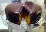 Bolo de Cenoura com Cobertura Cremosa de Chocolate