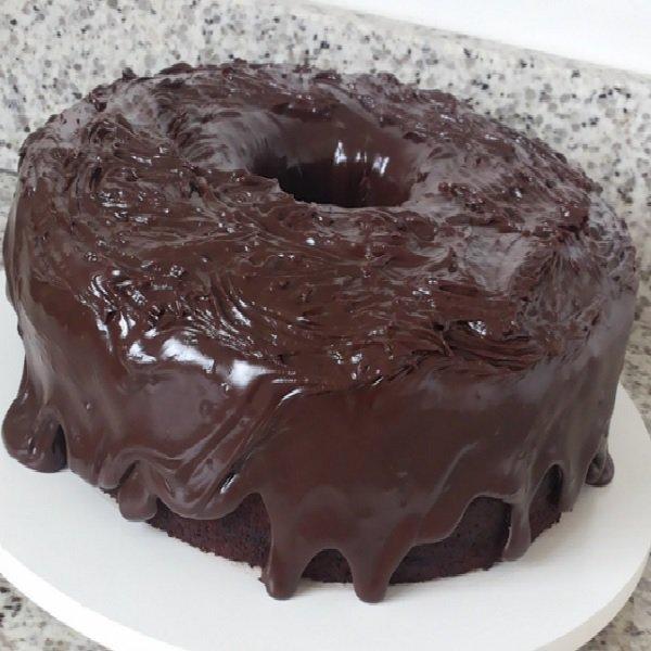 Bolo de Chocolate com Cobertura Extra Cremosa - Veja a