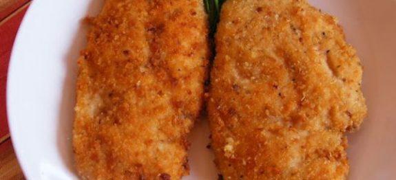Veja como fazer um filé de frango empanado super crocante