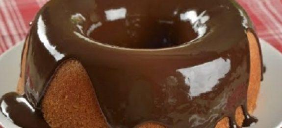 Bolo de Laranja com Calda de Chocolate