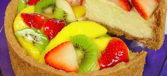 Torta colorida de frutas