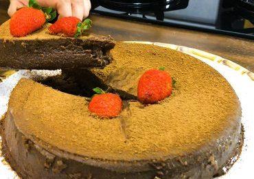 bolo-de-chocolate-sem-farinha-370×297