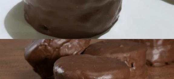 OS BOLINHOS DE CHOCOLATE MAIS GOSTOSOS DO MUNDO! MUITO FÁCEIS DE FAZER… É DE DAR ÁGUA NA BOCA E LAMBER OS BEIÇOS!!